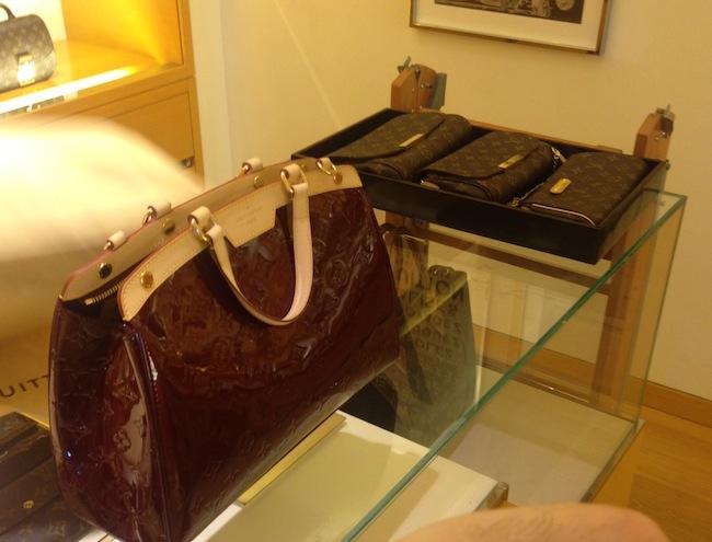 Louis_Vuitton_Brea_display
