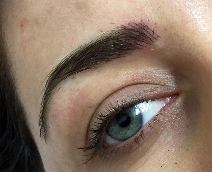 Emilia-Rossi-Eyebrow-Tattoo
